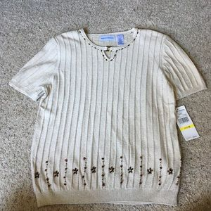 Short sleeve sweater.